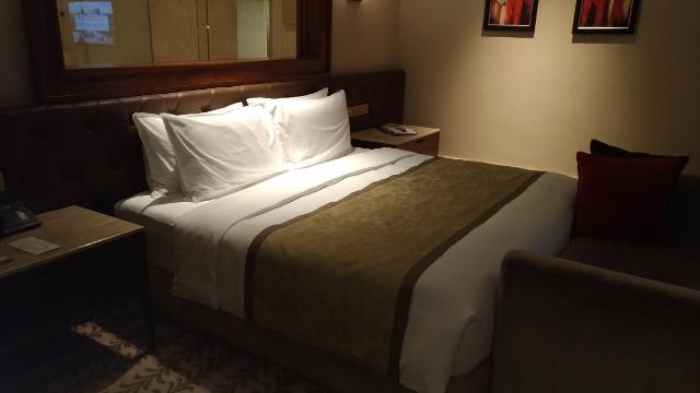 Deluxe Pool Suite Bedroom