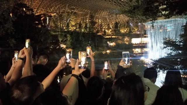 Mobile phones at Jewel