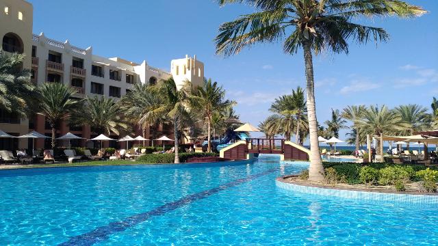 Shangri-La Barr al Jissah pools