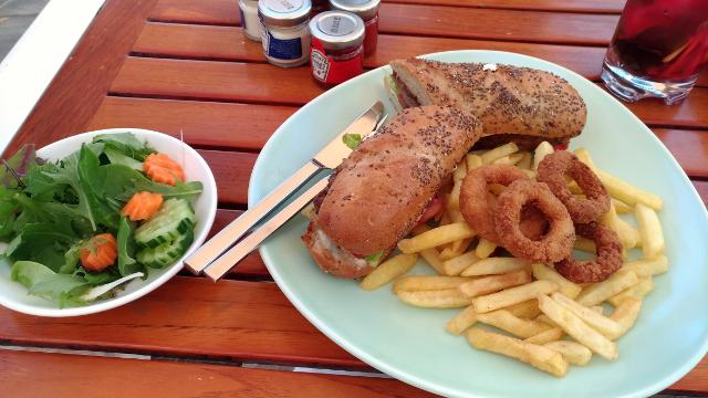 Assira pool bar lunch