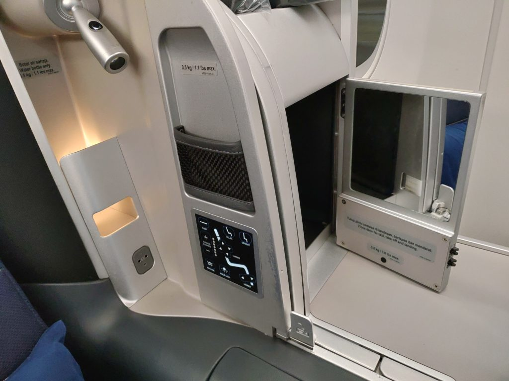Malaysia Airlines Business Class Seat Details