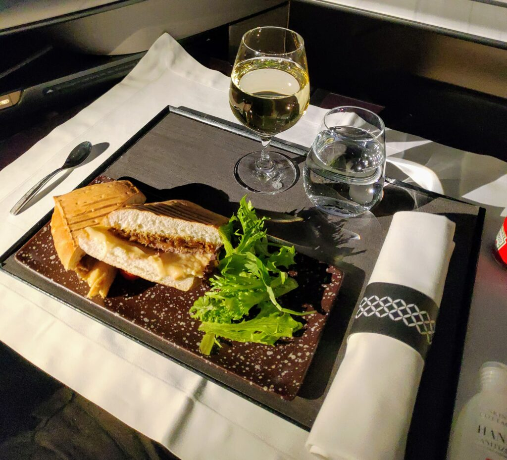 Qatar Airways' business class dining